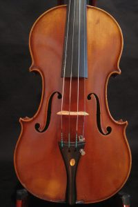 The violin by Günther Lugert, built in Hamburg 1952 is a very nice instrument for the professional.