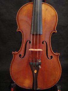 Скрипка Гюнтер Люгерт, построенная в Гамбурге в 1952 году очень хороший инструмент для профессионала.